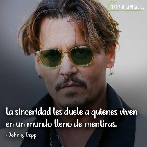 Frases de Johnny Depp, La sinceridad les duele a quienes viven en un mundo lleno de mentiras.